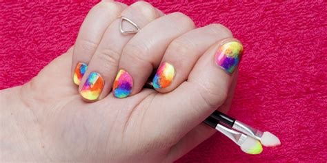 Nail Art Diy :  Rainbow Tie-dye In Five Easy Steps