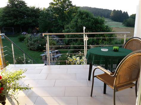 Fenster Sichtschutz Ohne Lichtverlust by Treppe Zum Garten Gt Gartentreppe Holz Gartenideen Mit
