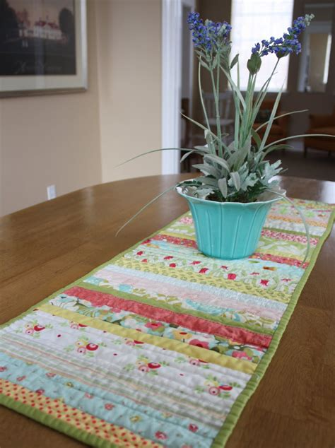 quilted table runners a new table runner tutorial diary of a quilter a quilt