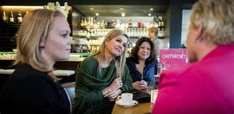 Huis Voor Alleenstaande Moeders by Koningin M 225 Xima Geeft Startsein Voor Trainingen Voor