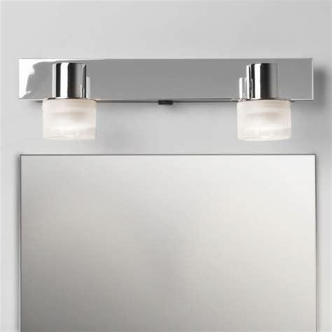 spot pour 233 clairage de dessus de miroir de salle de bain tokai de chez astrolighting 189