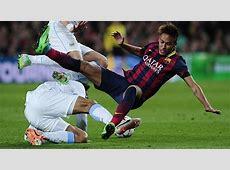 Neymar falls foul of the opposition MARCAcom English