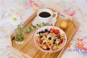 Petit Dejeuner Au Lit : granola et caf pour le petit d jeuner au lit t l charger des photos gratuitement ~ Melissatoandfro.com Idées de Décoration