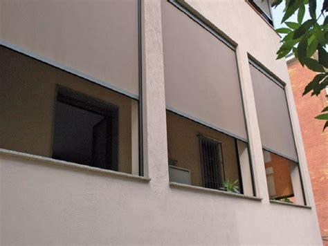 tende per terrazzo impermeabili chiusura balcone con vetri e tende antivento e antipioggia