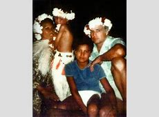 Marlon Brando with Tahitian family, 3rd wife Tarita