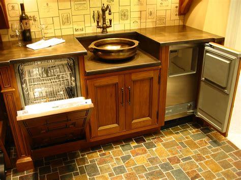 Wet Bar #copper #sink #miele #dishwasher #plate #bronze