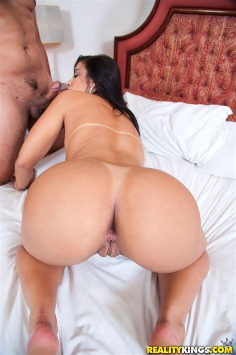 Sexy Brunette Has Nice Round Ass Photos Aline Rios Milf Fox