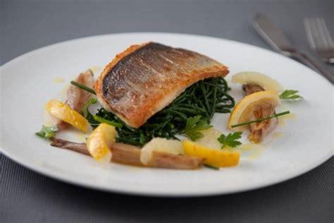 cuisine bar poisson recette de filet de bar croustillant et salicorne