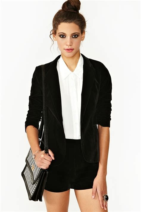 Best 25+ Black velvet blazer ideas on Pinterest | Black blazer outfit casual T shirt vest and ...