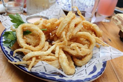cuisine calamar la recette des calamars frits à la romaine la cuisine