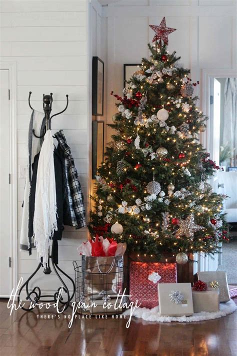 40+ Cozy and cheerful homes decorated for a snowy Christmas