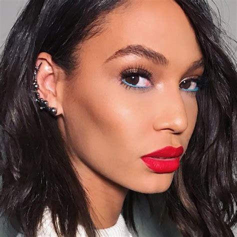 blue eyeliner trend    week allure
