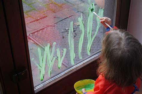 Fingerfarbe Fenster by Crafting With Fr 252 Hlingsfenster Reges Leben