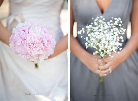ways  save   wedding flowers budgeting