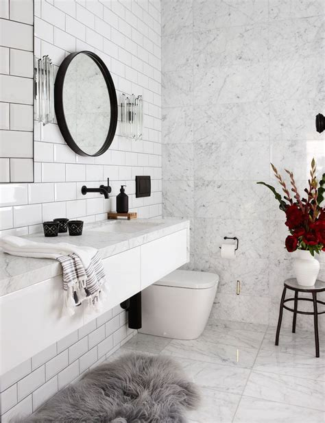 Used Bathroom Fixtures by 16 Marble Bathrooms With Black Fixtures