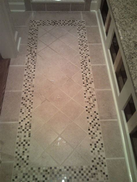 Bathroom Floor Tiles Designs by Tile Floor With Inlaid Design Leading To The Custom Shower