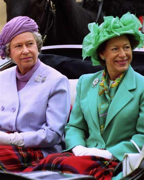 Wird als prinzessin elizabeth alexandra mary windsor in london geboren. SwashVillage | Königin Elizabeth II. 13 Fotos ihrer ...