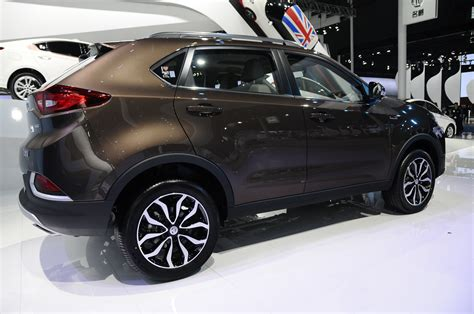 europes  mg gs compact suv teased   unveiled