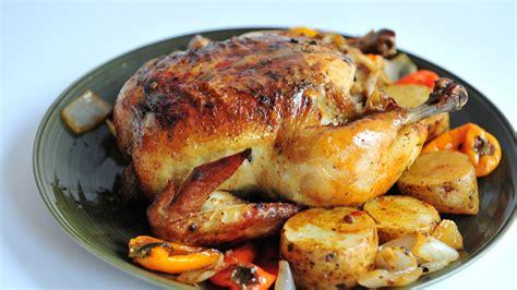 cuisiner un poulet roti comment cuire un poulet entier au four 24 é