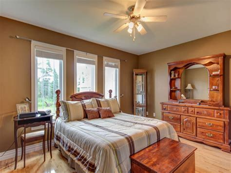 bedroom colors with brown furniture what color paint goes with brown furniture bedroom paint 18124   bedroom paint colors with light wood best bedroom paint colors 1cbb854b0e1bfd7e