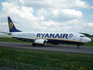 File:Ryanair Boeing 738 taxiing at Vilnius airport.JPG