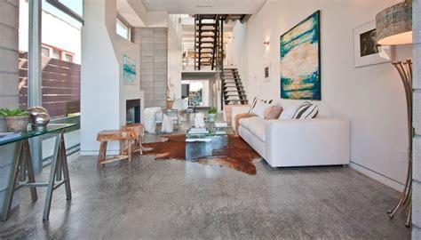 hoekraam zonder profiel elegant gepolierde beton in woonkamer with hoekraam zonder