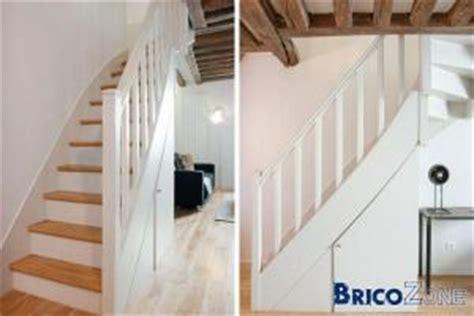Poncer Un Escalier Vernis by R 233 Nover Un Escalier En Bois Vernis Trop Fonc 233