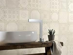 Revetement Mural Salle De Bain Adhesif : rev tement mural salle de bain en 20 id es ~ Dailycaller-alerts.com Idées de Décoration