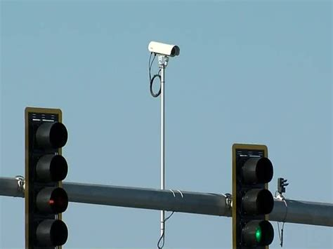 traffic light cameras can you tell the difference from a light and a