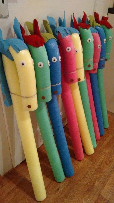 steckenpferd basteln kindergeburtstag steckenpferd basteln schwimmnudel kindergeburtstag バザー飾り付け キッズアクティビティー キッズクラフト こども おもちゃ