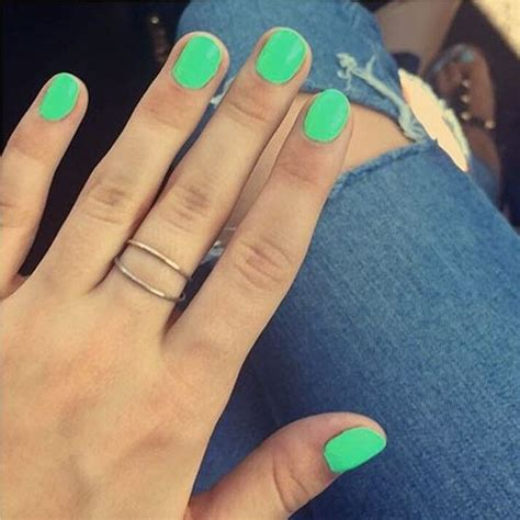 hannelius lime green nails steal  style