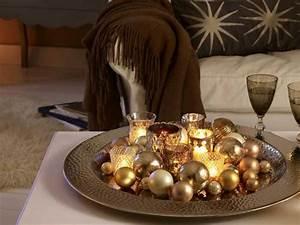 Deko Teller Dekorieren : deko ideen mit goldenen weihnachtskugeln platte xmas pinterest zweige google und deko ~ Frokenaadalensverden.com Haus und Dekorationen