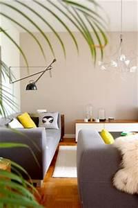 Teppich Unter Sofa : wohnzimmer farbgestaltung grau und gelb wohnzimmer couchtisch klein farbgestaltung ~ Frokenaadalensverden.com Haus und Dekorationen
