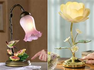 12 Beautiful Lamps Shaped in Flower – Design Swan