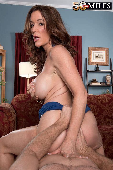 Hot Mom Rachel Steele Bares Her Breasts So Blindfolded