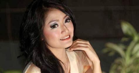 Foto Dan Biodata Penyanyi Dangdut Siti Badriah Terbaru