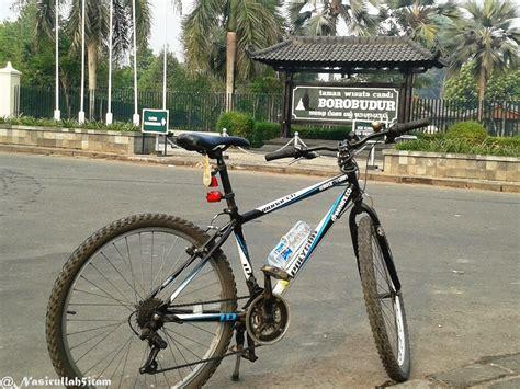 menjelajah tempat tempat wisata  bersepeda