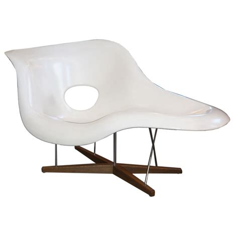 mesure d une chaise charles eames quot la chaise quot lounge chair by vitra at 1stdibs