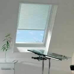 Vorhänge Für Dachflächenfenster : jalousien f r nahezu alle dachfenster ~ Michelbontemps.com Haus und Dekorationen