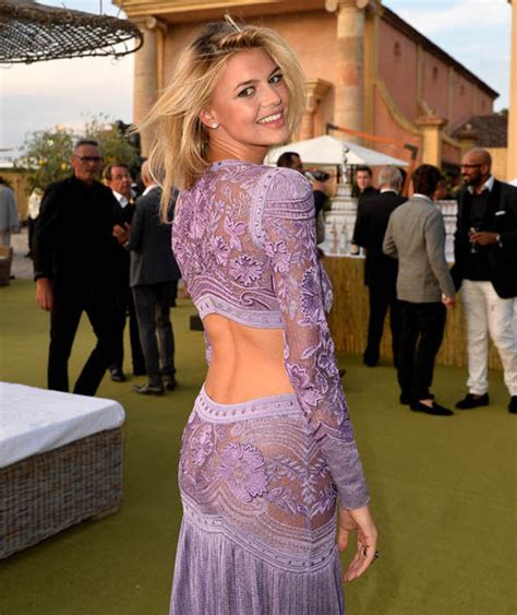 Kelly Rohrbach Bares Her Back In Purple Gown