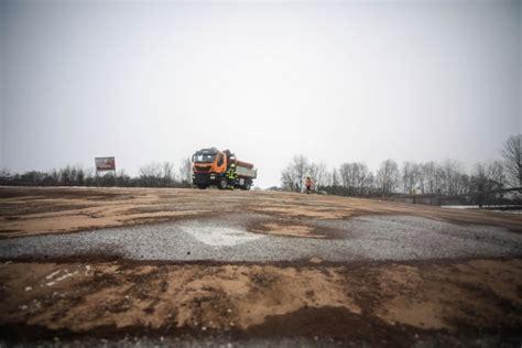 Defekter Schneepflug Zog Ölspur Durch Zahlreiche Straßen In Marchtrenk Laumatat