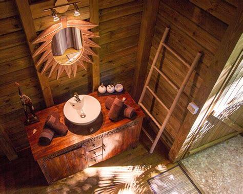 cabane dans les arbres avec salle de bain location de g 238 te 224 deshaies en guadeloupe au jardin des colibris