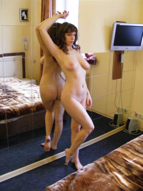 Nice Milf Posing Naked At Home Russian Sexy Girls