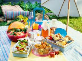 Das Gehört In Den Picknickkorb