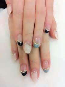 Nail art on korean nails chic and line