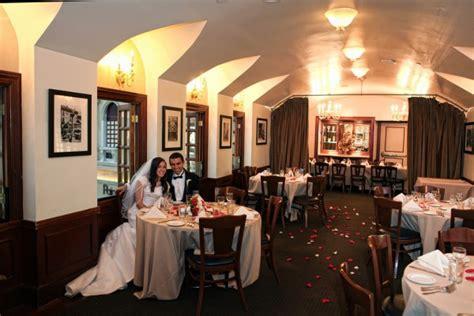 Las Vegas Restaurant Wedding Reception :: How to Decorate