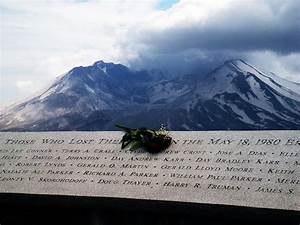 File:Mount St. Helens eruption memorial, Johnston Ridge ...