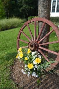 Wagon Wheel Outdoor Decor