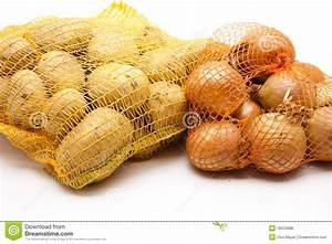Kartoffeln Und Zwiebeln Lagern : zwiebeln und kartoffeln stockfoto bild von gew rz netz 18553688 ~ Markanthonyermac.com Haus und Dekorationen