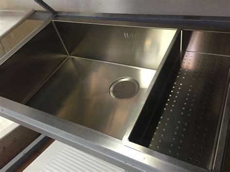 protege evier cuisine tous les éviers de cuisine inox synthese et ceramique sont